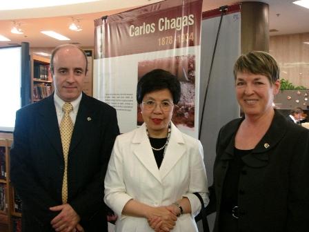 Consejo Directivo de la OPS/OMS del 2008 junto a la Dra. Margaret Chan, Directora General de la OMS y la Dra. Carol Vlassoff, consultora de la OPS/OMS